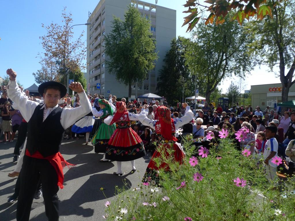 Danses culturelles à « Bellevaux en fête » en 2009. Photo: PSVD.