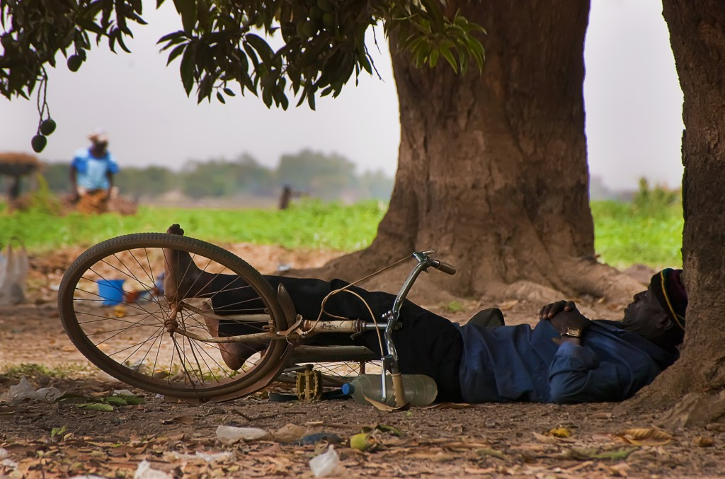 Sleeping man in Ouagadougou. Auteur: Roman Bonnefoy. This file is licensed under the Creative Commons Attribution-Share Alike 4.0 International, 3.0 Unported, 2.5 Generic, 2.0 Generic and 1.0 Generic license.