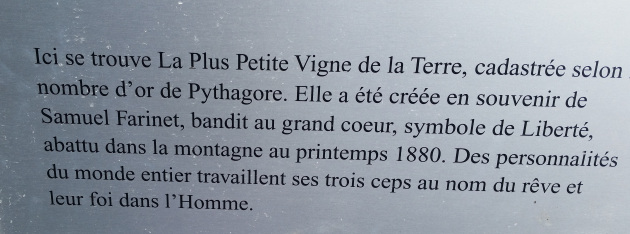 Plaquette d'introduction à la Vigne à Farinet. Photo: Voix d'Exils.