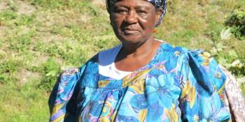 Mama Africa dans son jardin.