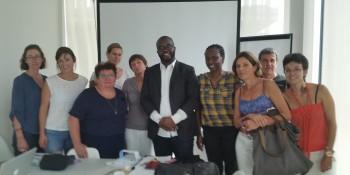 Fbradley Roland en compagnie du personnel médical de la PMU du Flon à Lausanne. Photo: Voix d'Exils.