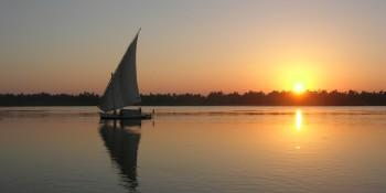 Lever de Soleil sur le Nil. Une photo de Remi Jouan (CC-BY-SA 3.0)
